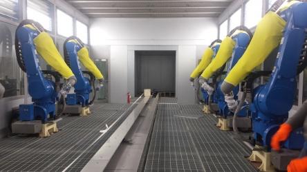 Lakovňa vo fabrike na plasty image